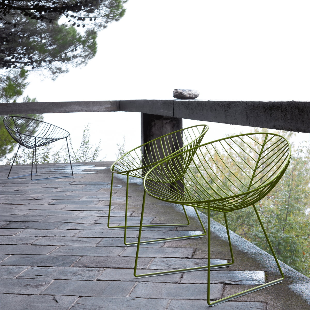 Leaf lounge armchair by arper in the shop for Arper leaf chaise lounge