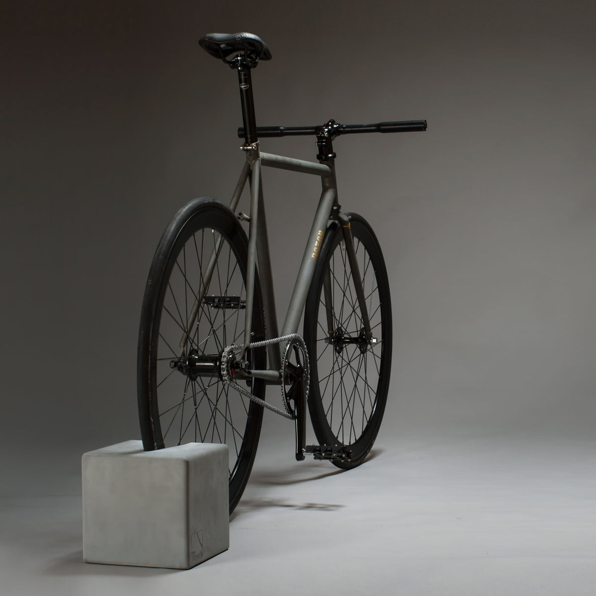 bikeblock concrete stand from urbanature. Black Bedroom Furniture Sets. Home Design Ideas