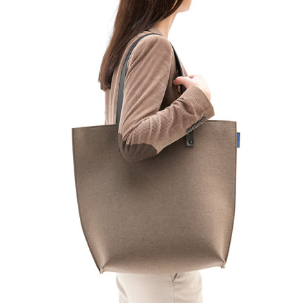 The Hey Sign - Prag Felt Bag in Taupe