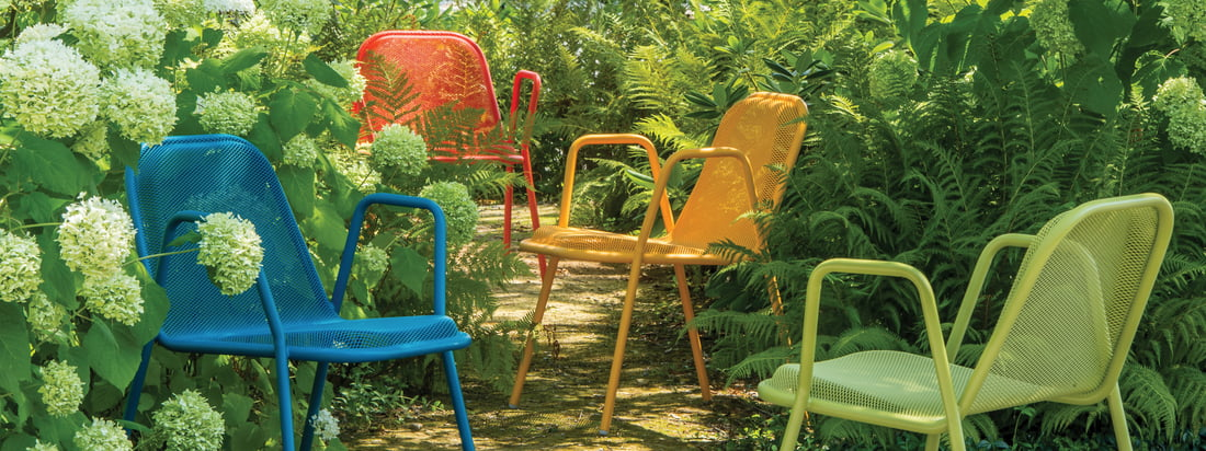 Emu is an Italian company for garden furniture. The Golf Armchair is made of steel and stands out due to the grid pattern. The chair shines in bright colours.
