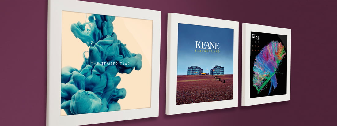 The Flip Frame from Art Vinyl makes the easy change of a record or a cover possible. Side by side on the wall the collector's items are presented in an impressive way.